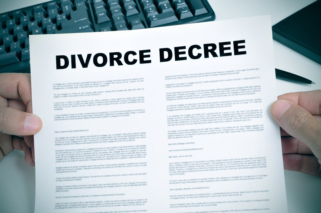 No all'assegno divorzile se l'ex coniuge convive