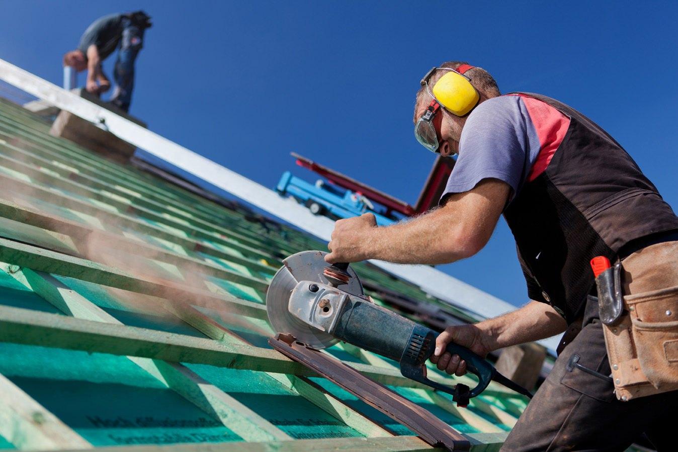 La malattia degli operai edili, cosa prevede il CCNL