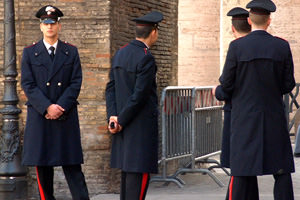 Militari: possono costituire associazioni sindacali