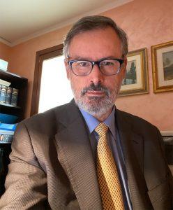 Valente Avv. Adolfo. Avvocato civilista iscritto all'Ordine degli Avvocati di Treviso.
