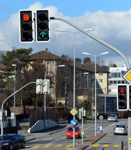 """Autovelox anche in città e """"strada urbana ciclabile"""": la mini-riforma del CdS"""