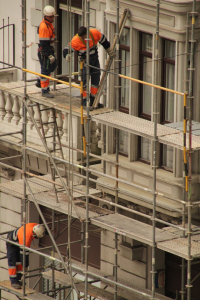 Spese condominiali straordinarie: insidie e rischi in caso di vendita