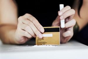 Spaccio di droghe leggere e pesanti: no al concorso, sì alla lieve entità