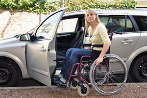 Parcheggiare nel posto disabili è reato