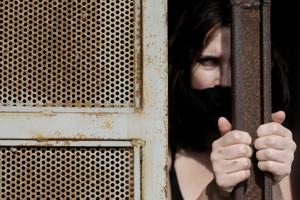 Le norme per evitare che i bambini seguano le madri in carcere