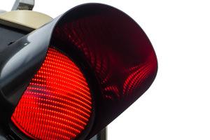 Al semaforo rosso non superate la linea bianca!